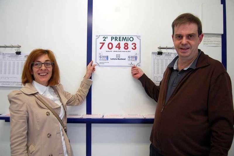 Esther Roza y Pedro Argüelles, loteros de La Pola.